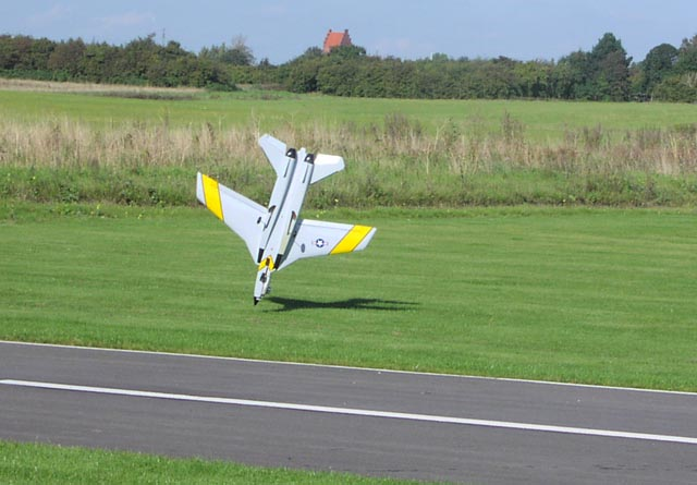 17-f14-067-landing-t.jpg